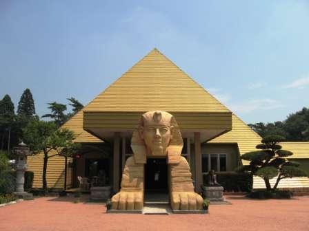 写真:ピラミッド元氣温泉