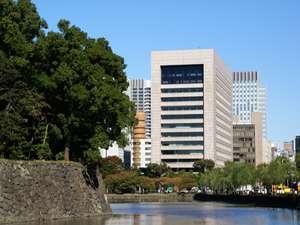 写真:KKRホテル東京(国家公務員共済組合連合会東京共済会館)