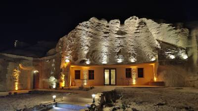 �̿���Miracle Cave Hotel