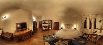 モミニ ドヴォリ ブティック ホテル