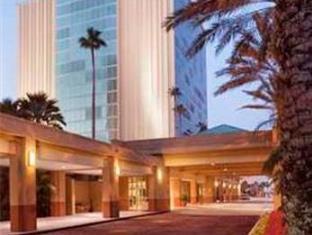 写真:ダブルツリー ホテル オーランド ユニバーサル アット ザ エントランス