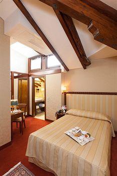 写真:ホテル パラッツオ ステルン