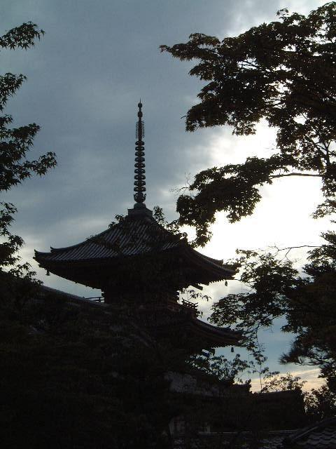 """予め約束してた京都。<br />実は、昔暮らしてた京都。<br />2月に""""厄払い""""でも行った京都。<br />今回は、お盆の京都を訪ねてきました。"""
