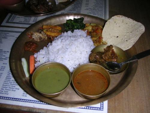 旅先では色んな食事をしたり、各地の色んな宿に泊まります。今まで料理の写真なんか撮ったことなかったんやけど、一度どんなもんか撮ってみることに。ついでに宿写真も。<br /><br />【食事編】<br />場所:カトマンズ・タメルのタカリバンチャで<br />料理名:ダルバート<br />値段:95ルピー(ネパールティーも一緒で)<br />感想:あんまりうまいもんじゃないが腹ごしらえにはもってこい。<br /><br /><レート:1ルピー≒1.55円><br /><br />---【日程】-------------------------------<br />D1 4/26 関空1925→BKK2300(TG727)→両替J\5000 <br />D2 4/27 BKK10:30→カトマンズ12:35(TG319)<br />   --- 【カトマンズ観光:BUS票,アサンチョーク,インドラチョーク,ダルバール広場】<br />D3 4/28 【カトマンズ観光:スワヤンブナート、ACAP、パタン、日の出日本語学校】 <br />D4 4/29 カトマンズ0700→ポカラ1400(BUS)【ポカラ散策】 <br />D5 4/30 【ヒマラヤ・トレッキング1日目:ポカラ~ナヤプル~ウレリ】 <br />D6 5/01 【ヒマラヤ・トレッキング2日目:ウレリ~ゴレパニ】 <br />D7 5/02 【ヒマラヤ・トレッキング3日目:プーンヒル~ガンドルン】 <br />D8 5/03 【ヒマラヤ・トレッキング4日目:ガンドルン~ナヤプル~ポカラ】<br />D9 5/04 【ポカラ観光:ダムサイト、パタレ・チャンゴ、マハーデヴ洞窟、チベット村 】 <br />D10 5/05 ポカラ0730→カトマンズ1440(BUS)【カトマンズ観光:ニューロード、他】 <br />D11 5/06 カトマンズ1135→バクタプル1220(BUS)【バクタプル観光】<br />   --- バクタプル1425→カトマンズ1510(BUS)【カトマンズ観光:アサンチョーク、他】<br />D12 5/07 【カトマンズ観光:ボダナート,クマリの館,インドラチョーク,アサンチョーク】 <br />D13 5/08 【カトマンズ散策】カトマンズ1340→BKK1810(TG320)/BKK2359→<br />D14 5/09  →関空0730(TG622)