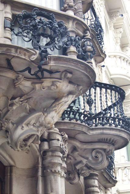 セマナ・サンタのスペイン(7) イースターマンデーのバルセロナ - モデルニスモ建築 -