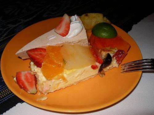ムンジャンガン島のダイビング後<br />7時くらいにホテルに到着!<br />もぉどこにも出かける力がなかったので<br />ホテルのレストランで夕飯としました。<br /><br />