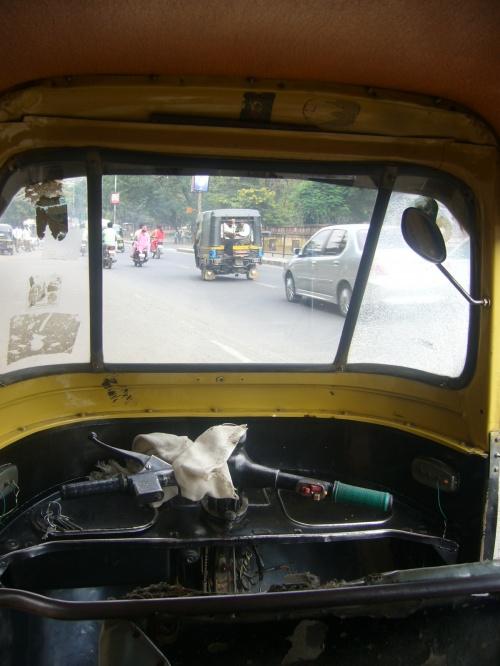 友達とインドに行ってきました。インドは怖いイメージがあって興味がなかったけど、ある日からインド~!!ということで、行って参りました。<br />結果、インド最高(*^_^*)また絶対行きたい♪<br /><br />ルートは<br />ムンバイinーアウランガーバードーアフマバーダードーアグラーデリーout <br />2週間で周りました。<br /><br />**ここではエローラやアジャンタを♪遺跡や風景もすごく?よかったけど、人もすごく素朴で素敵な所でした。**<br /><br /><br />素敵なバックパック旅行だい!<br />