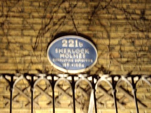 2007年4月25日UEFAチャンピオンズリーグ準決勝1legを見にロンドンへやってきた試合後、友人宅を訪問した。どこに住んでいるのかよく知らないでやってきてみたら何と!かの有名なベーカー街のすぐ近く。既に23時頃なので、人通りもなく、ボケーっとしていたら完全に通り過ぎるところだった。