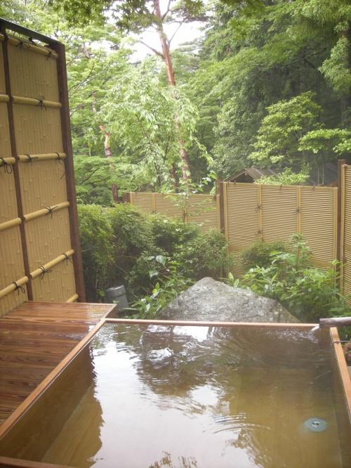 しとしと・・と雨の箱根路小涌谷温泉「水の音」さんへ