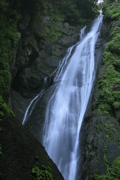 『日本の滝百選』 安倍川源流、吊橋を渡ってアクセスする安倍の大滝 / 静岡市葵区梅が島