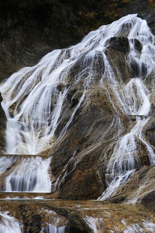姥ヶ滝(うばがたき)は石川県白山市(旧吉野谷村)の白山スーパー林道沿いに... 姥ヶ滝(うばがた