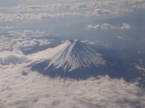 「飛行機から『富士山』を見るには!!」という、<br />クチコミを書かせて頂いているMai。<br /><br />今日は、実際に、飛行機から『富士山』撮影に<br />チャレンジしてみました!!<br /><br />凝り性にも(笑)、離陸から富士山が見えるまでの<br />時間も計ってみました。<br /><br />飛行機から「富士山」を見てみたい!と思ってらっしゃる<br />皆さまのお役に立てれば幸いです。<br /><br />クチコミはこちらです<br />↓<br />http://4travel.jp/domestic/area/toukai/shizuoka/tips/each-nature-general-10110935.html<br /><br />Mai<br />
