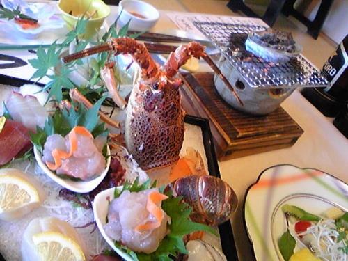 日本人なら、一度は行っとかなきゃね!<br />ってなわけで、伊勢参りを慣行!<br /><br />…と、殊勝な覚悟のようですが<br /><br />花火だ!肉だ!と<br />かなり「花より団子」な旅でした。
