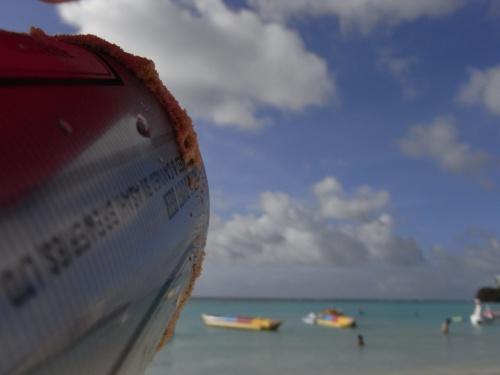 ぐっすり9時まで眠った後は、タモン湾1周ジョギングへ。<br /><br />走ってる間に、いろいろなshopに立ち寄って、最後はプレミアムアウトレットへ到着してLunch★<br /><br />着替えもアウトレットで購入していざ帰路!<br /><br />しかし、途中のきれいな海の誘惑に・・・もう海に入りたくてしかたなくなってしまいました。<br /><br />やっぱりグアムと言ったら海!!<br /><br />2日目はタモンを足で噛みしめました◎