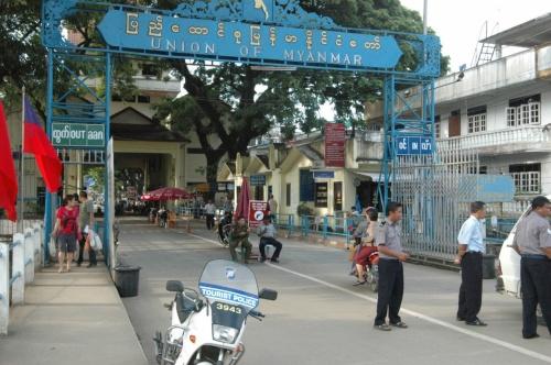 タイ北部のチェンマイ、チェンライへ行った際、ミャンマーとの国境の街、メーサーイにも足を延ばし、短時間ではありますがミャンマー入りしました。<br /><br />