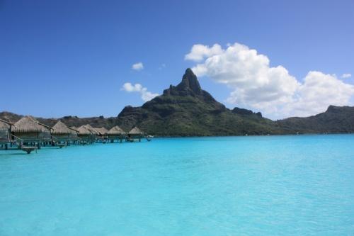2009年7月に<br />フランス領ポリネシア ボラボラ島に行ってきました。<br />地上の楽園と言うだけあって 素晴らしい景色が広がっていました。<br /><br />写真もいっぱい撮りましたので載せちゃいます。<br /><br />あと、不安だった向こうの物価も記載。。<br />何かの参考になればと思います。