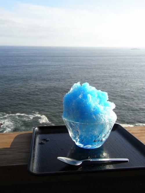 暑い暑い夏の日、お昼すぎのロマンスカーで江の島へひとっ飛び☆<br /><br />都心からこんなに近いのに、海一面が広がっててテンションup。<br /><br />青い空に、青い海、カンカン照りの夏らしさが最高ですた◎<br /><br />海の音を聞きながら見る花火も夏らしくて格別★