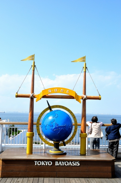 """東京湾アクアライン・東京湾アクアライン連絡道の中間にある """"海ほたるPA"""""""