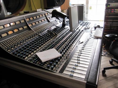スウェディッシュ・ポップの殿堂<br />タンバリン・スタジオへ突撃訪問。<br />≡≡≡≡≡≡≡c⌒っ゚Д゚)っ<br /><br />BONNIE PINKのヘヴンズキッチンを収録したスタジオでもあります♪