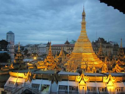 《9日目》<br />楽しかった初めてのミャンマーと今日でお別れ。<br />情勢次第だけど、とてもオススメな国です。<br />本当に人がいい!ご飯だって美味しいし。<br /><br />今日はちょっと忙しいんだ。<br />ミャンマー・ヤンゴンからタイ・バンコクに行き、<br />そこからベトナム・ホーチミンを目指します。<br />まさにエアアジア祭り!<br /><br />今日は前編・後編に分けて編集します。<br /><br />★☆★☆★☆★☆★☆★☆★☆★☆★☆★☆★☆★☆★☆★☆★<br /><br />30代最後の長期の旅に選んだのはやっぱりアジア。<br />今までの中で一番長い30日間で7カ国を周遊します。<br /><br />アラフォー女子一人旅なので無茶な旅ではありませんが、<br />美味しいもの沢山食べて地元の人との出会い、<br />心休まる楽しい毎日の連続でした~。<br /><br />さて、貴方もモエと一緒にアジアに旅立ちましょう~♪<br /><br />今回の旅のメインテーマ曲は<br />やっぱりこれ!<br />「光あるもの」<br />http://www.youtube.com/watch?v=sBWLWnago-4<br /><br />特別に今回はサブテーマ曲を設定しました。<br />それは<br />「Kikujiro No Natsu 」<br />http://www.youtube.com/watch?v=CjXvptz3pW8&feature=player_embedded<br /><br />別ウィンドウが開くので、聞きながら旅行記を読んでね。