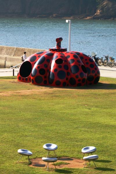 赤いかぼちゃとご対面♪瀬戸内国際芸術祭2010@直島