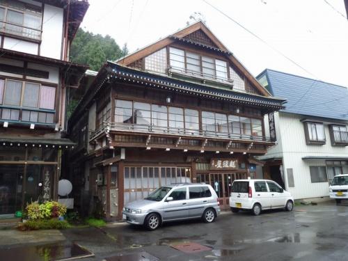 弾丸海外の旅とか、マニアックな国内の旅を好む私ですが、<br /><br />日本の温泉も500湯程訪問しています。<br /><br />今回は、長野県の角間温泉をご紹介します。<br /><br />長野出張のついでの「仕事ついで旅」です。<br /><br /><br />★日本の秘湯シリーズ<br /><br />七味温泉(長野)<br />http://4travel.jp/traveler/satorumo/album/10480139/<br />糠平温泉・幌加温泉(北海道)<br />http://4travel.jp/traveler/satorumo/album/10440854/<br />角間温泉(長野)<br />http://4travel.jp/traveler/satorumo/album/10506934/<br /><br /><br /><br />