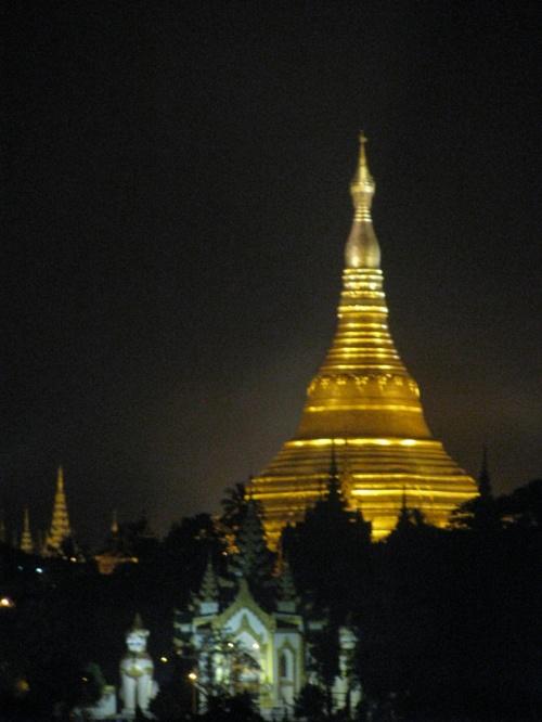 ミャンマー、行くまで謎だらけの国でしたが帰ってくるといい国です。<br />後、ミャンマー総選挙間近のためビザ習得が困難で、届いたのが出発の前日でした。ヒヤヒヤでした。<br />で、もう一つ不安はハノイでトランジットです。過去ホーチミン空港でのトランジットで苦労したためです。<br />実際はどうかといえば、まあ大変位のものでした。<br />というわけで、ハノイ空港を中心にまとめましたので、旅行前に見て参考にしていただけると幸いです。