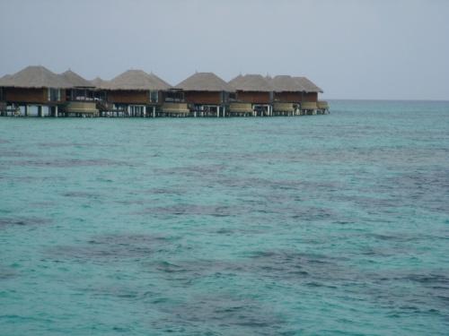 ココパーム・ボドゥヒティはマーレ空港からスピードボートで40分、北マーレに浮かぶリゾートです。<br />モルディブで展開するココ・コレクションブランドで、バア環礁のココパーム・ドゥニコルに続き2006年にオープンしました。<br />抜群のハウスリーフ、スタイリッシュな客室、美味しいお食事などなど、いい評判しか聞かないこのリゾートをご紹介します。