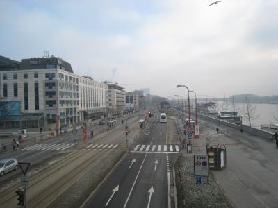 今回は、「ドナウ川が見えるホテルをハシゴしてみる!」というテーマを勝手に設けて、ドナウ川沿いにある都市のうち、ブダペスト→ブラチスラバ→ウィーンと移動し、それぞれドナウ川が見える部屋を滞在する旅をしてきました。<br /><br />◆行程<br />12/25(土)<br />  ■ホリデイイン東武成田 泊<br />12/26(日)<br /> 【航空機】KL864 東京NRT 1200→1535 アムステルダムAMS<br /> 【航空機】KL1979 アムステルダムAMS 2020→2225 ブダペストBUD<br />  ■ブダペスト・マリオット 泊<br />12/27(月)<br />  ★ブダペスト市内観光<br />  ■ブダペスト・マリオット 泊<br />12/28(火)<br />  ★ブダペスト市内観光<br />  ■ブダペスト・マリオット 泊<br />12/29(水)<br /> 【列車】ブダペスト東Keleti駅 925→1205 ブラチスラバHlavna駅<br />  ★ブラチスラバ市内観光<br />  ■パーク・イン 泊<br />12/30(木)<br />  ★ブラチスラバ市内観光<br /> 【バス】NovyMostバスターミナル 1200→1245 ウィーン空港<br />  ★ウィーン市内観光<br />  ■nhウィーンエアポートホテル 泊<br />12/31(金)<br /> 【航空機】KL1840 ウィーンVIE 1035→1240 アムステルダムAMS<br /> 【航空機】KL861 アムステルダムAMS 1745→(翌日着)<br />1/1(土)<br /> 【航空機】 →1250 東京NRT