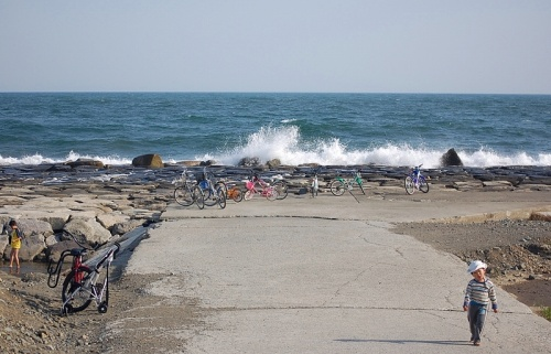 茅ヶ崎の海で、バーベキューをしながら。