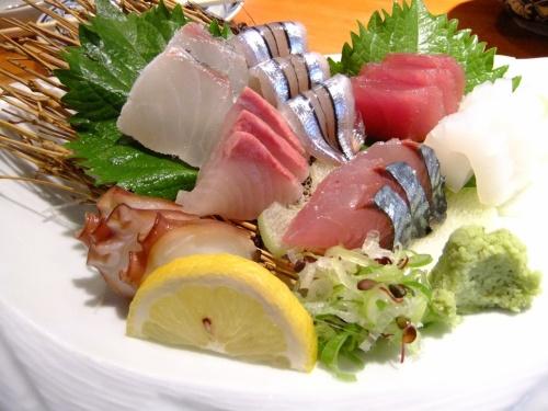 2011.7.7〜7.15の九州旅行。<br />この日は鹿児島泊です。<br /><br />鹿児島といえば、黒豚! 錦紅湾のお魚! そして焼酎!!!<br /><br />美味しくいただきました。