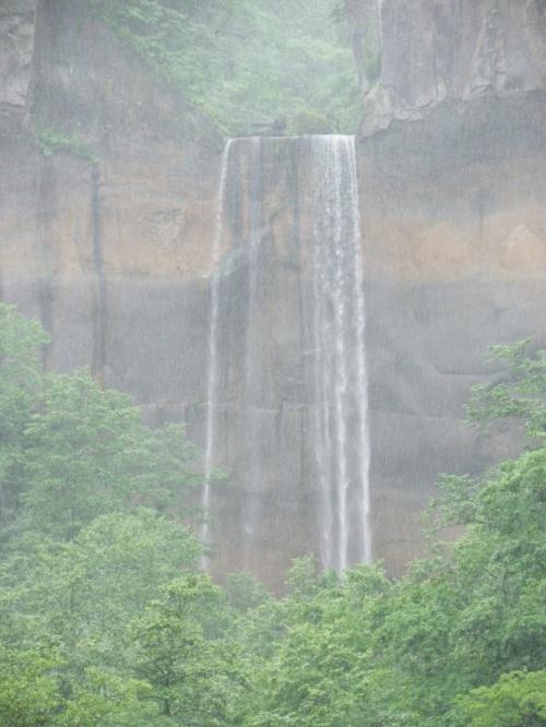念願の日本の滝百選『インクラの滝』!!◆2011年7月の北海道は雨だった【その8】