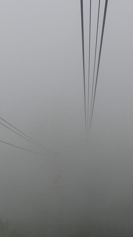 雲の中の・・・有珠山ロープウェイ山頂駅