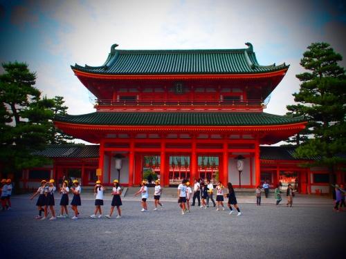久しぶりの実家、京都へ。<br />今回は夫の両親をお招きしての京都散策です。<br />旅行直前に購入したNEWカメラを片手に出かけてきました〜!<br /><br />1泊2日と短い期間でしたが、初秋の美しい京都、そして美味しい京都を満喫できました!