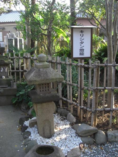 行徳にあった キリシタン燈籠 と 名石の寺