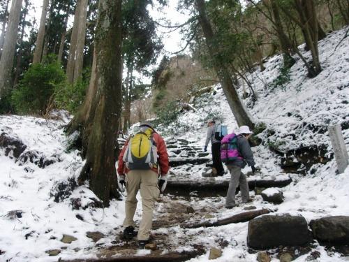 東日本震災発生1年目に雪の大山登山。