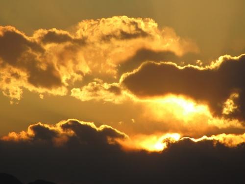 まきばの湯の温泉に浸かった後に黄金の日没を眺める