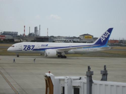 ANA B787-8 プレミアムクラス(ビジネスクラス CRADLE)搭乗記・羽田-松山(NH585) / Review: All Nippon Airways(ANA) B787-8 Premium Class(Business Class CRADLE) Tokyo-Matsuyama