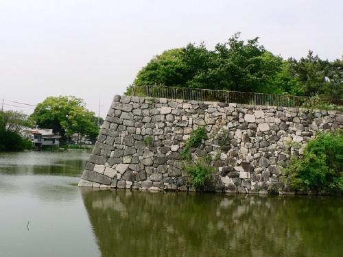 幕末、旧幕府軍は鳥羽・伏見の戦いに敗北して淀城に... 『日本の旅 関西を歩く 京都市、淀城の石