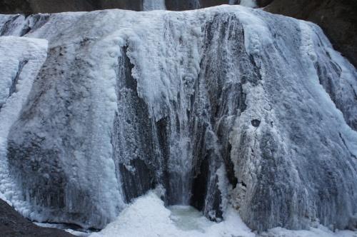 袋田の滝 ~真っ白に氷結した滝の見事さは想像以上でした