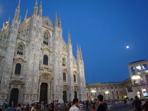 お正月休みに見た、最後の晩餐の絵が忘れられず、2月にイタリア往復チケットを予約、ミラノでダ・ヴィンチの最後の晩餐を見ようとせっせと情報収集をし、ネットで予約をして、・・・<br /><br />実際に行ったミラノ、そして「最後の晩餐」は行ってみなければ、この目でみなければわからないくらい、素敵で感動に溢れていました!<br /><br />大勢の人たちにもイタリアの素晴らしさを知ってもらいたくて、せっせと撮った写真にコメントをしますので、ご参考にしてくださいね★