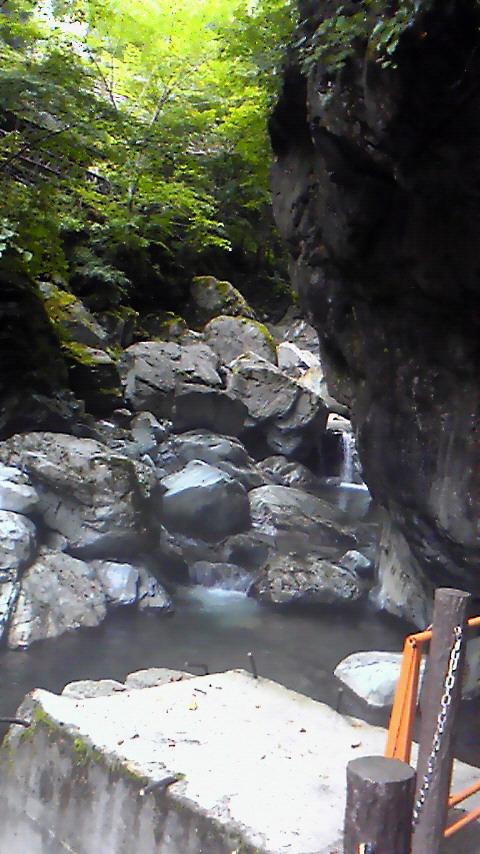 2012年8月18日。<br />青梅線からの圧巻の山景色〜奥多摩〜バス〜日原鍾乳洞〜森林館〜もえぎの湯など。<br />奥多摩の自然を散策。<br /><br />■http://idolhappiness.web.fc2.com/hoppy.html <br />