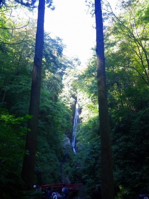 決してたどり着くことのできない名瀑ーーー酒水の滝の秋