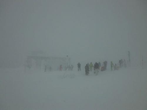 吹雪の中での蔵王スキー