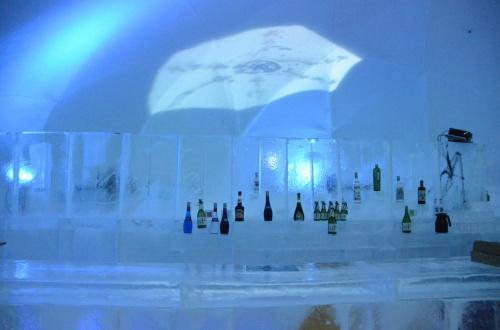 氷で造られた街が光り輝くアイスヴィレッジがすごかった!