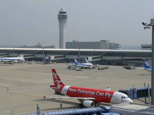 4月26日(金)久々に中部国際空港にやってきました。2013年3月31日に中部国際空港もようやく本邦LCC2社が揃って新規就航(エアアジア・ジェットスター)。移り変わる中部国際空港をご覧ください。また以前の分はこちらから… http://red.boy.jp/airline.htm