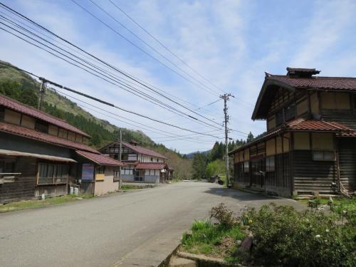 子どもと一緒に寄る、赤瓦と煙出しの残る炭焼きの里・加賀東谷~加賀のむかし町をあるく~