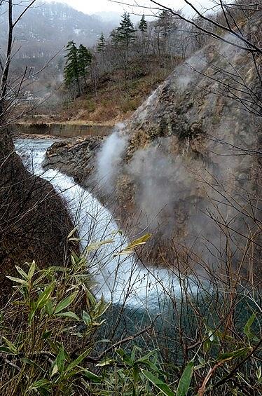 ★岩手山周辺めぐり(2、完) −焼走り熔岩流から葛根田渓谷、滝ノ上温泉へ