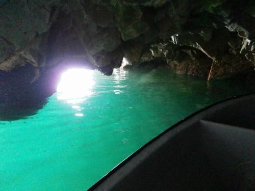 日本の青の洞窟は本当に美しい