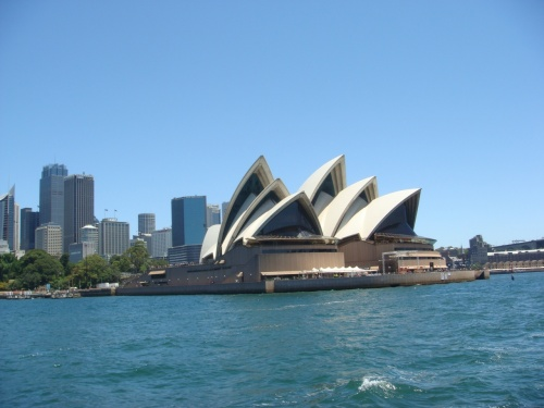 本当はカウントダウンの花火が見たかったケド・・・<br /><br />1日違いで、かなりのお値段UPだったので、大晦日の夜、<br />出発しました<br /><br />挙式&ハネムーン以来のオーストラリアです♪<br /><br />お世話になったホストファミリーに会いに行きます